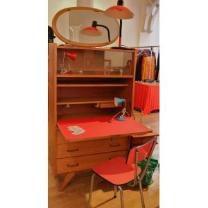 """Bureau d'écolier, chaise et lampes,""""Bindies"""""""